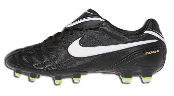 Nike Tiempo Legend III side