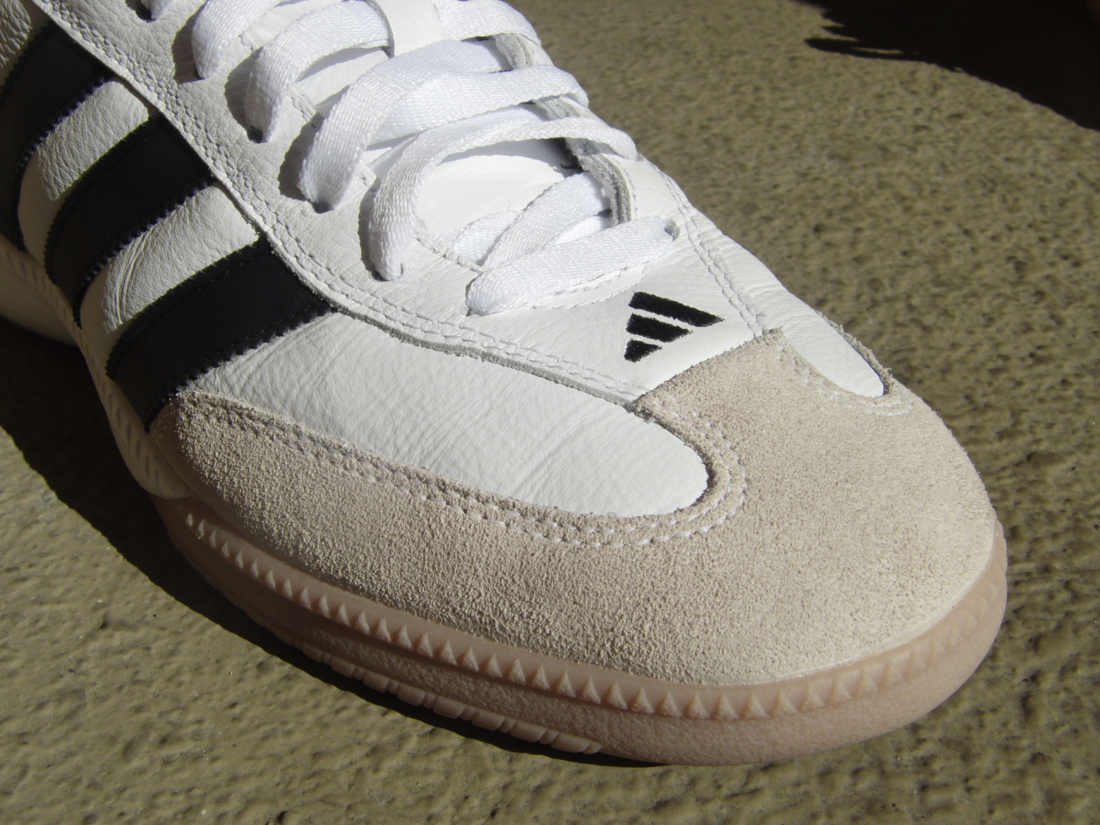 Table Tennis Poster: adidas Men's Smith Millennium Tennis Shoe