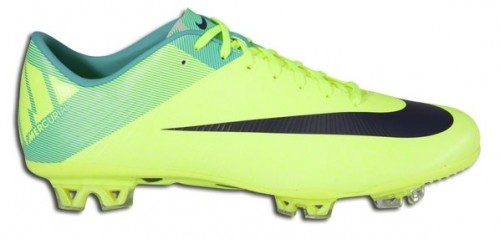 Nike Superfly in Volt