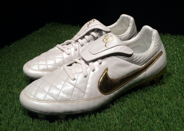 Nike Tiempo Ronaldinho Touch of Gold