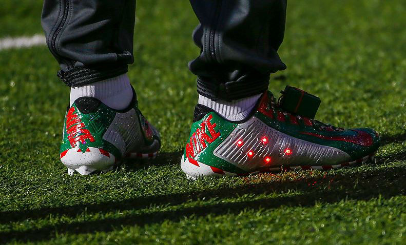 Odell Beckham Jr\'s Festive Pre-Game Christmas Cleats – Soccer Cleats 101